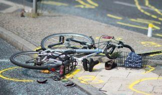 In Frankfurt ist eine 28-jährige Radfahrerin unter eine Straßenbahn geraten. (Symbolfoto) (Foto)