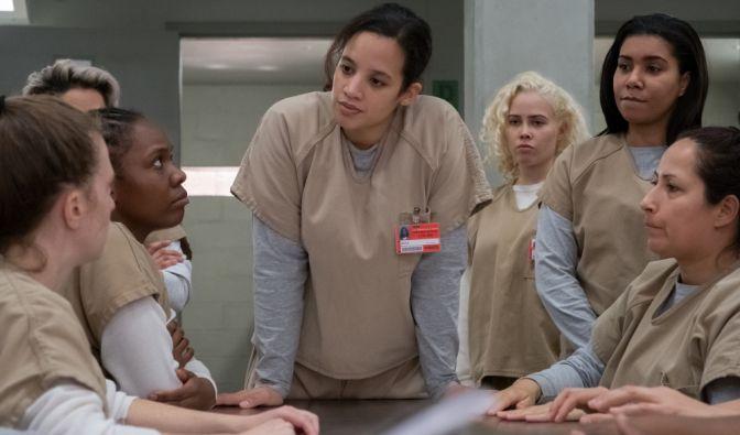 """Im Frauenknast wird mit harten Bandagen gekämpft: Bei """"Orange Is The New Black"""" sind schicke Kleider und Make-up Fehlanzeige. Doch wie sehen die Schauspielerinnen aus OITNB in Wirklichkeit aus? (Foto)"""