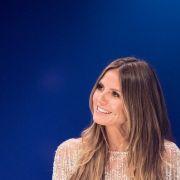 Heidi Klum strahlt vor den Kameras mit perfektem Make-up - doch ihre Fans kritisieren den unnatürlichen Look. (Foto)