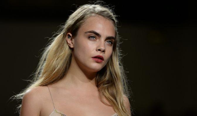Supermodel Cara Delevingne bezeichnet sich selbst weder als heterosexuell noch als lesbisch, sondern als sexuell fließend orientiert. (Foto)