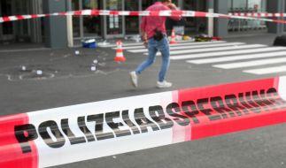 Ein Mann hat mit einem Beil zwei Menschen attackiert und schwer verletzt. (Foto)