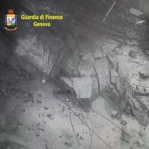 Neues Video aus Genua zeigt die Wucht der einstürzenden Brücke (Foto)