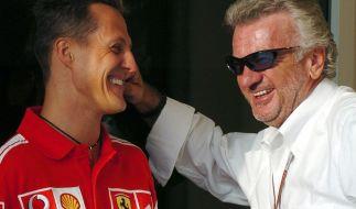 Willi Weber (r.) kann nicht mehr um Michael Schumacher trauern. (Archivbild) (Foto)