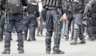 Bewaffnete französische Polizisten. (Symbolbild) (Foto)