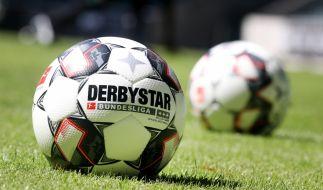 Zur neuen Bundesliga-Saison 2018/2019 gibt es mit dem Derbystar einen neuen offiziellen Spielball. (Foto)
