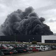 Flammen-Inferno! Feuerwehr warnt Bürger vor Rauchwolke (Foto)