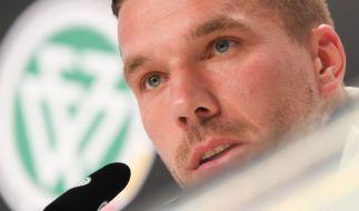 Lukas Podolski hat Berichte über einen kulturellen Riss in der Nationalmannschaft zurückgewiesen. (Foto)