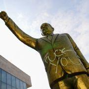 Wiesbaden lässt Erdogan-Statue abbauen (Foto)