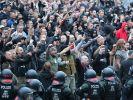 Rechte Demonstranten in Chemnitz. (Foto)