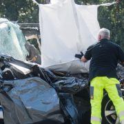 Leichenwagen-Fahrer stirbt bei Crash mit Lkw (Foto)
