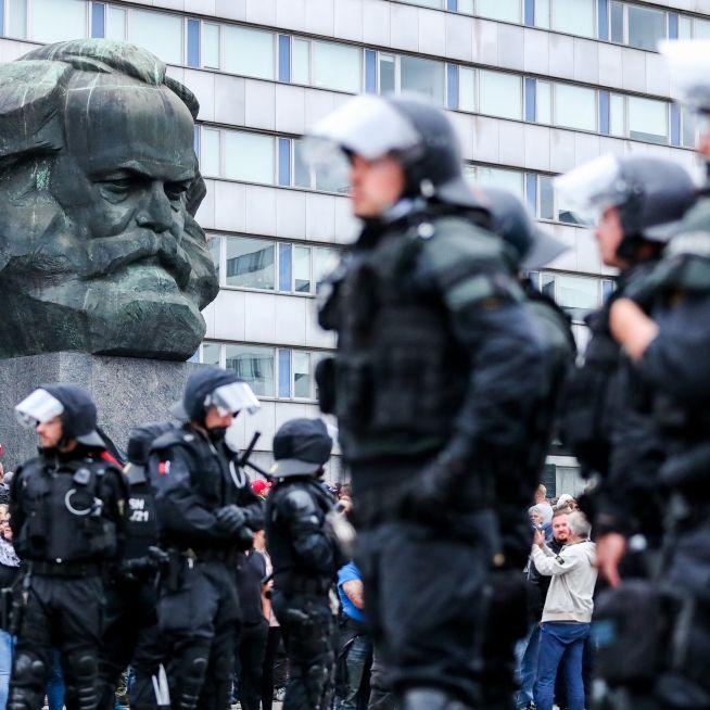 Polizei fahndet nach 3. Verdächtigen - Merkel kommt nach Chemnitz (Foto)