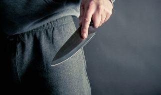 Eine Frau inseriert bei Ebay und wird vom Kaufinteressenten brutal überfallen. (Foto)