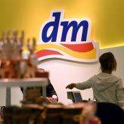 dm scharf kritisiert! DIESE 3 Produkte sorgten für Skandale (Foto)