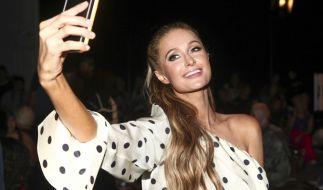 Paris Hilton feiert den Tag des Teddybären. (Foto)