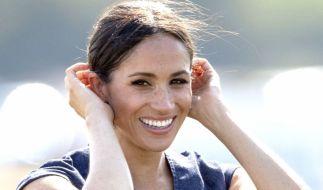 Muss Meghan Markle als Herzogin von Sussex wirklich Hundekot auf der Straße aufheben? (Foto)