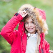 Die Kapuze an ihrem Pullover wurde einem kleinen Mädchen zum Verhängnis (Symbolbild).