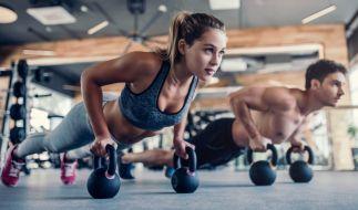 Beim Planking werden vor allem Bauch- und Rückenmuskeln trainiert. (Foto)