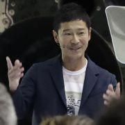 DIESER japanische Milliardär darf als 1. Tourist auf den Mond (Foto)
