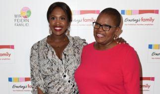 Motsi Mabuse (links) und ihre Mutter haben eine besonders enge Bindung. (Foto)