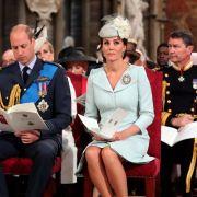 Warum lässt Kate Middleton ihn HIER allein? (Foto)