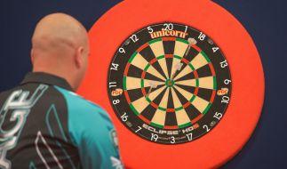 Der Brite Rob Cross ist einer von acht Darts-Profis, die Ende September in der Champions League of Darts 2018 in Brighton gegeneinander antreten. (Foto)