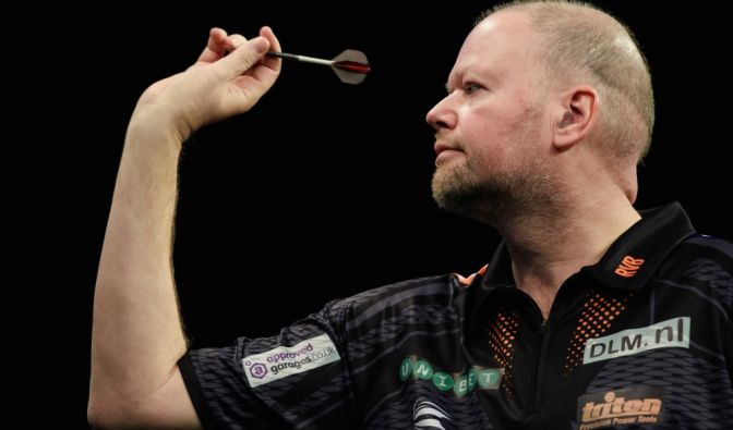 "Raymond van Barneveld (* 1967), Niederlande, aktiv seit 1984, Spitzname ""Barney"", ""The Dutch Master"" oder ""The Man"", Einlaufmusik ""Eye Of The Tiger"" (Foto)"