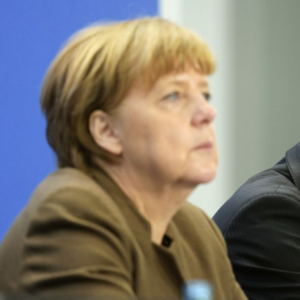 Merkel entschuldigt sich nach Maaßen-Deal (Foto)