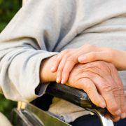 Mann schlitzt Oma die Kehle auf, weil sie dement ist (Foto)