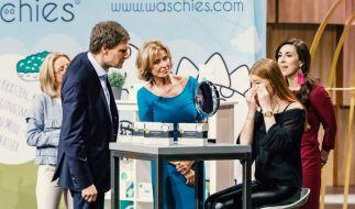 Carsten Maschmeyer, Dagmar Wöhrl und Judith Williams (von links) schauen sich die Waschies in Aktion an. (Foto)
