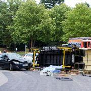 Kutsche kracht auf Friedhof mit Auto zusammen - eine Tote! (Foto)