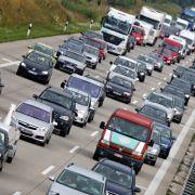 Lkw kracht in Auto - alle vier Insassen tot! (Foto)