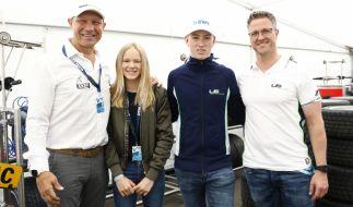David Schumacher - hier mit seinem Vater Ralf Schumacher sowie Box-Legende Axel Schulz nebst Tochter Pauline - peilt eine Karriere in der Formel 3 an und führt damit die Familientradition fort. (Foto)
