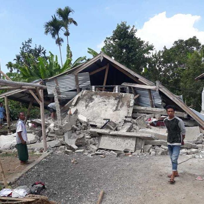 Mehr als 1600 Tote nach Tsunami, Erdbeben und Erdloch (Foto)