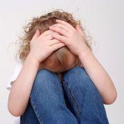 Pädophiler zeugt 8 Kinder mit minderjährigen Töchtern seiner Freundin (Foto)
