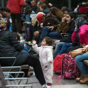 Asylbewerber sollen seltener überprüft werden (Foto)