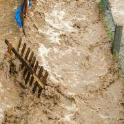Tragisch! Mutter und Kind (7) von Wassermassen mitgerissen (Foto)