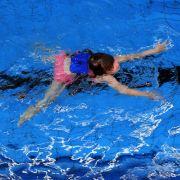 Ekelhaft! Hat sich Schwimmlehrer an seinen Schülern vergangen? (Foto)
