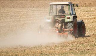 In der Schweiz kam es zu einem tragischen Unfall mit einem Traktor. (Foto)