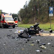 Heftiger Crash! Zwei Motorradfahrer sterben (Foto)