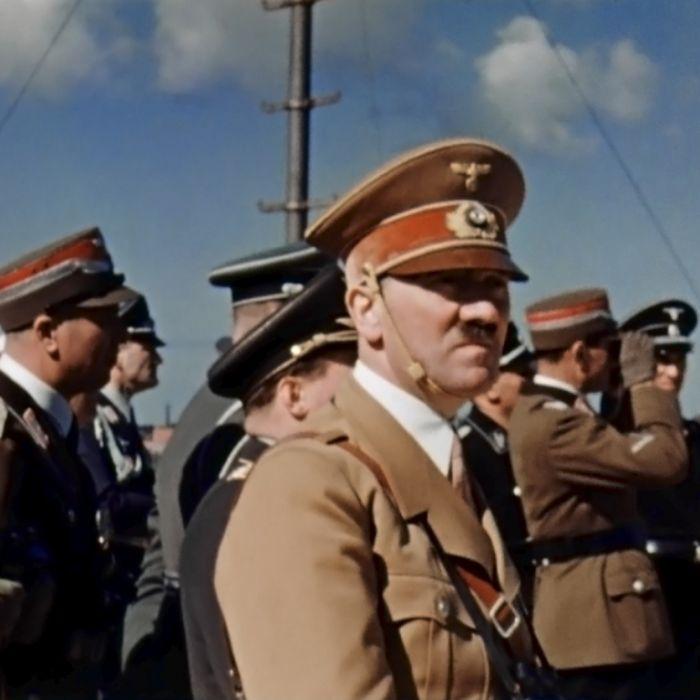 DAS denkt Adolf Hitlers Großneffe über die Kanzlerin (Foto)