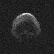 Gruselig! Totenkopf-Asteroid schrammt knapp an Erde vorbei (Foto)