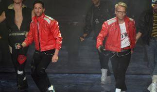 """Die Köche Alexander Kumptner (l) und Mario Kotaska während ihrer Teilnahme bei """"Dance, Dance, Dance"""". (Foto)"""