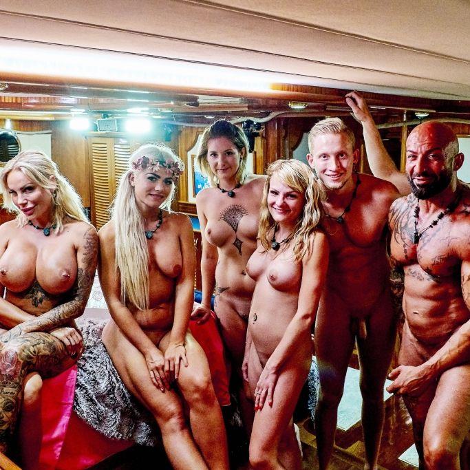 RTL hat die ersten Nackt-Bilder von der Liebesyacht veröffentlicht. Mit dabei sind auch wieder drei Promis. (Foto)