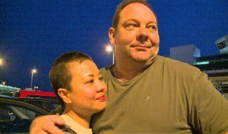 """Ein Bild aus glücklichen Tagen: """"Goodbye Deutschland""""-Kandidat Thomas Mildenberger und seine Ehefrau Ngoc. (Foto)"""