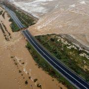 Brücke nach Horror-Flut eingestürzt - eine Tote! (Foto)