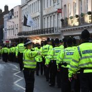 Polizisten marschieren in Windsor auf. Das Polizei-Aufgebot für die Hochzeit von Eugenie und Jack ist beachtlich!