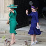 Brautmutter Sarah Ferguson und Prinzessin Beatrice, die Schwester der Braut, sind eingetroffen.