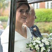 Die Braut ist da! Prinzessin Eugenie erreicht den Ort des Geschehens gemeinsam mit ihrem Vater Prinz Andrew.