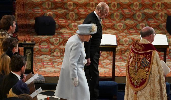 Es war eines der großen Fragezeichen, doch um kurz vor 12 Uhr war klar: Prinz Philip lässt sich die Hochzeit von Enkelin Prinzessin Eugenie nicht entgehen.
