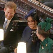 ... die wiederum neben Prinzessin Anne Platz genommen haben.